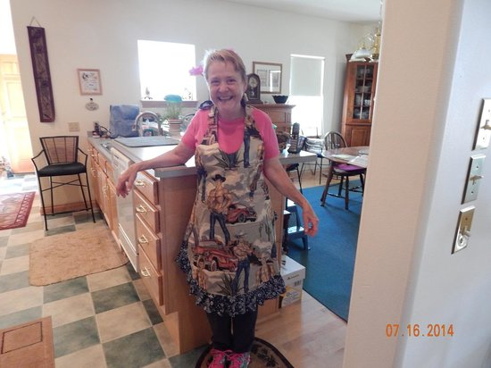 O'Carroll's Bed and Breakfast and Guest Cabin: Delightful Eleanor