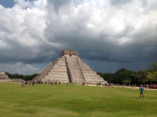 Kukulcan Pyramid: beautiful