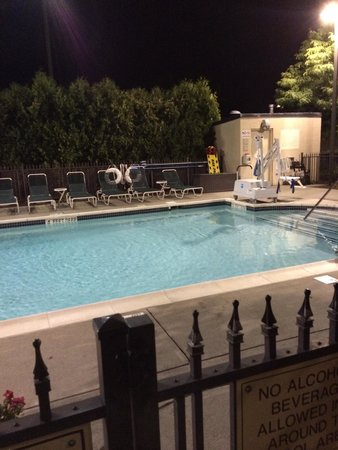 Hampton Inn Middletown: Outdoor pool