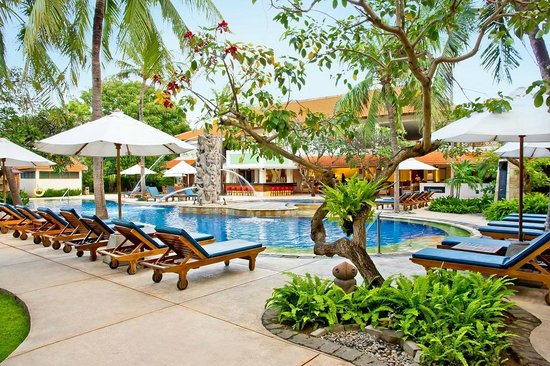 Bali Rani Hotel: Swimming Pool Area