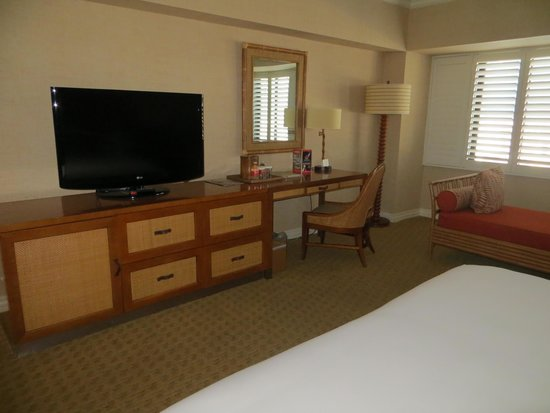 Tropicana Las Vegas - A DoubleTree by Hilton Hotel : Large room overlooking Strip