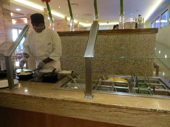 Tropicana Las Vegas - A DoubleTree by Hilton Hotel : Made-to-order eggs