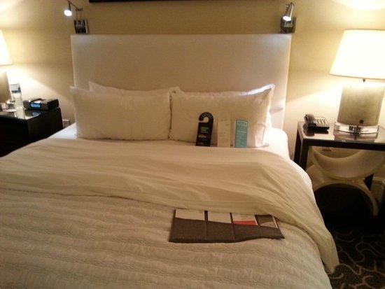 Le Meridien Arlington : King sized bed