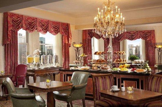 The Towers of the Waldorf Astoria: Astoria Lounge
