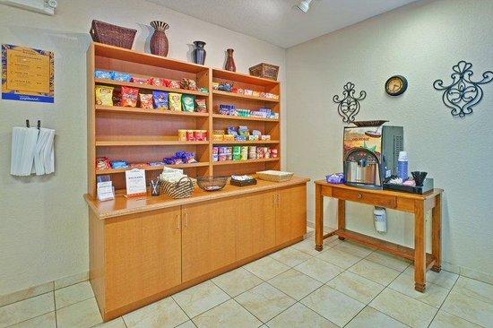 Candlewood Suites Hattiesburg: Cupboard