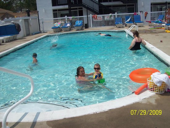 Starlight Motel & Luxury Suites: pool at the starlight