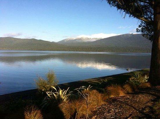 Kiwi Discovery - Milford Sound DayTrip: Lake te Anau