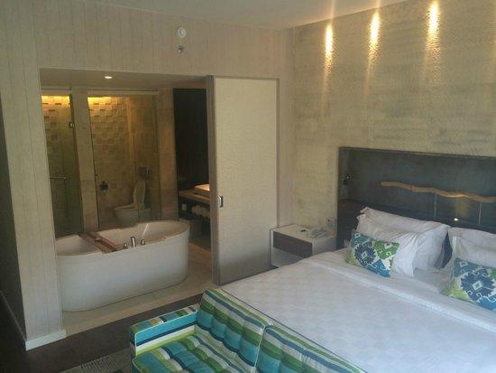 TS Suites Leisure Seminyak Bali: Bedroom and Bathroom