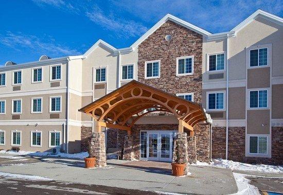 Staybridge Suites Fargo: Exterior Feature