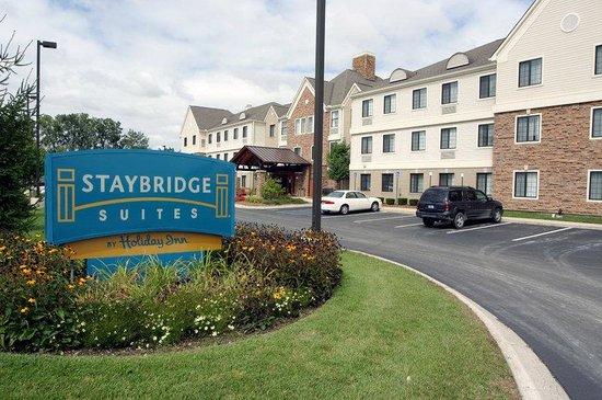 Staybridge Suites Detroit-Utica: Main Entrance