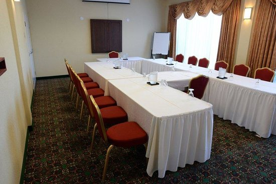 Holiday Inn Montreal Longueuil : Lobby level meeting room with large windows and natural light