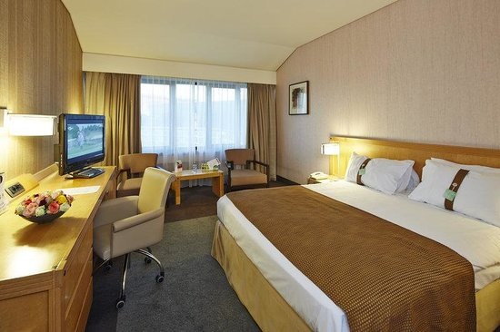 Holiday Inn Hasselt : 1 Queen Bed Business Room Non Smoking