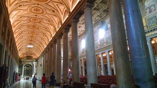Basilica di Santa Maria Maggiore: Right side aisle