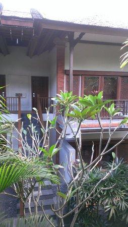 Padma Resort Legian: 部屋が向かい合っているので寛げない