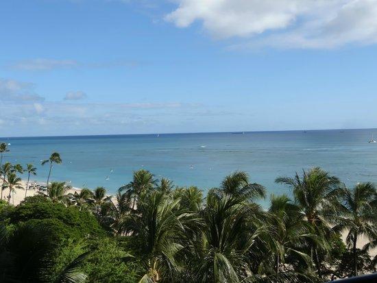 Hilton Hawaiian Village Waikiki Beach Resort: アリイタワー8F(パーシャルオーシャンビュー)のラナイからの眺め