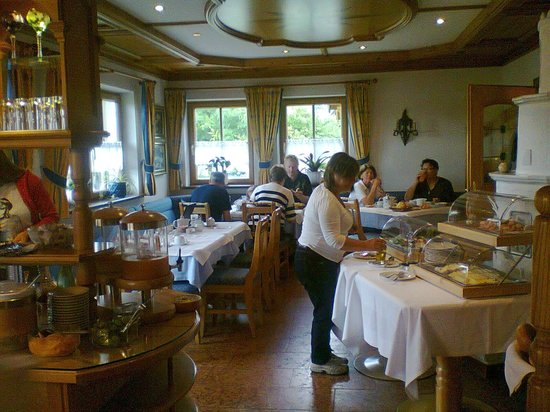 Hotel-Pension Bloberger Hof: Salon para desayunar