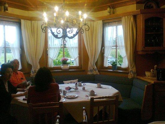 Hotel-Pension Bloberger Hof: Salon comedor