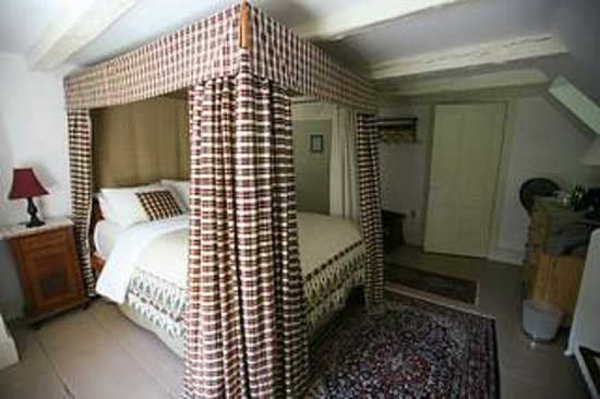 The Stone House Bed and Breakfast: The Geographer Room