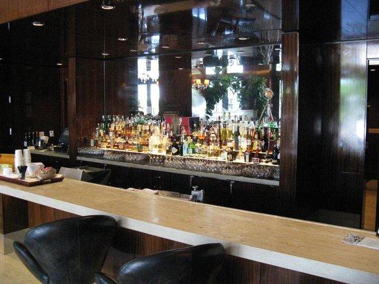Mr. C Beverly Hills: Bar