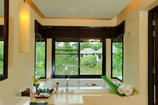 Chiangmai Highlands Golf and Spa Resort : Bathtub