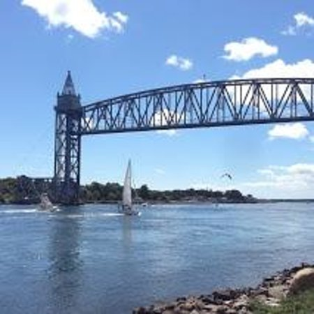 The Cape Cod Canal Bikeway : Cape Cod Canal Bikeway - Train Bridge