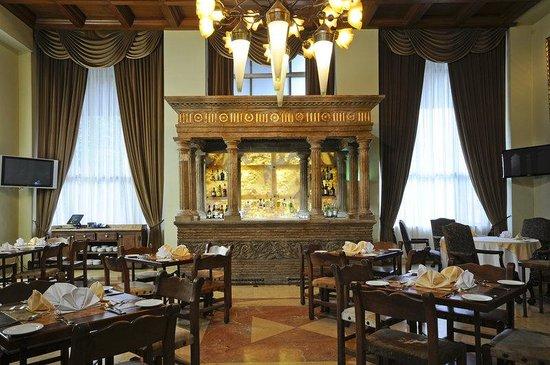 هوليداي إن سويتس زونا روزا: Restaurant