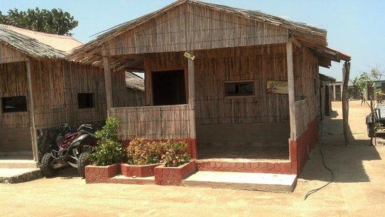 Kashurop, Colombia: Cabaña con cama doble y baño independiente