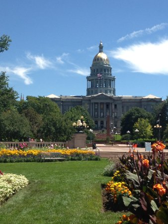 Colorado State Capitol: view from civic center