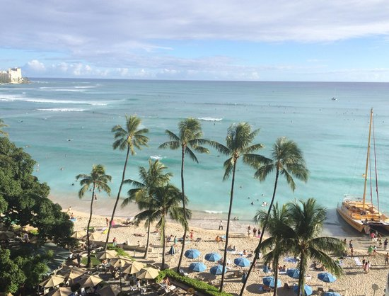 Moana Surfrider, A Westin Resort & Spa: The view from our balcony