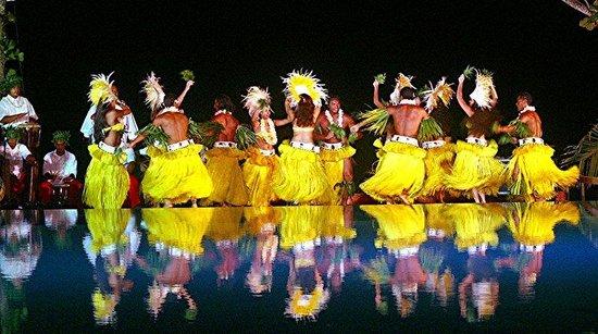 Tahiti Pearl Beach Resort: Tahitian Dance