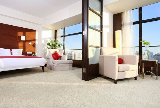 Holiday Inn Central Plaza : Suite