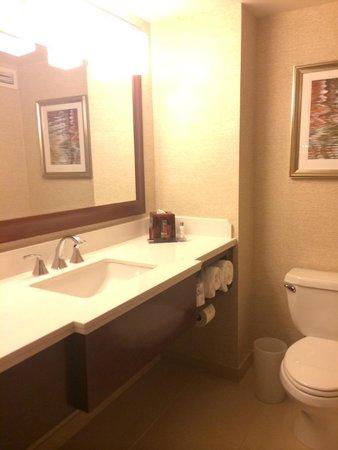 Philadelphia Airport Marriott: nice bathroom
