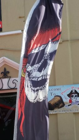 Pirates of Nassau Museum: Banner in front of museum