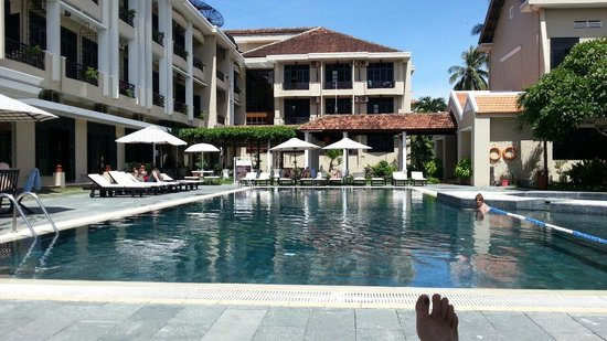 Hoi An Historic Hotel: Resting by the pool