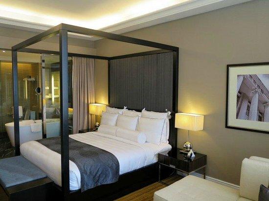 The Majestic Hotel Kuala Lumpur: Comfortable bed.