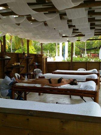 Hotel Isla del Encanto: Disfrutando de un buen masaje