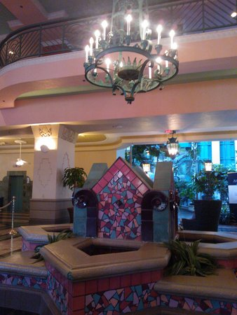Embassy Suites by Hilton Miami - International Airport: Lobby