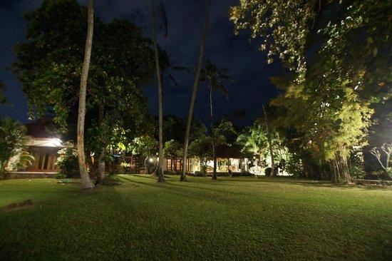 Natah Bale Villa: At night