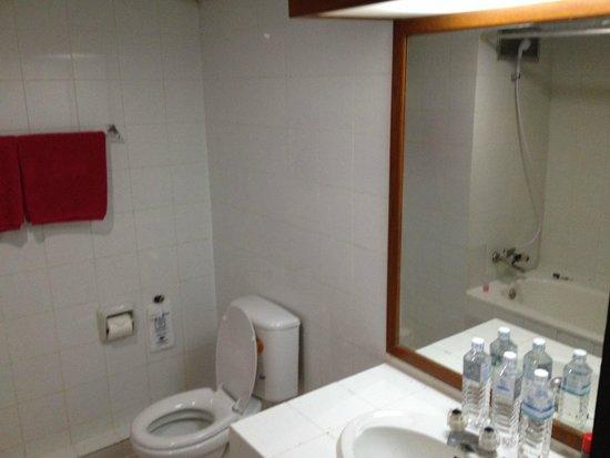 Diamond Beach Hotel : Bathroom