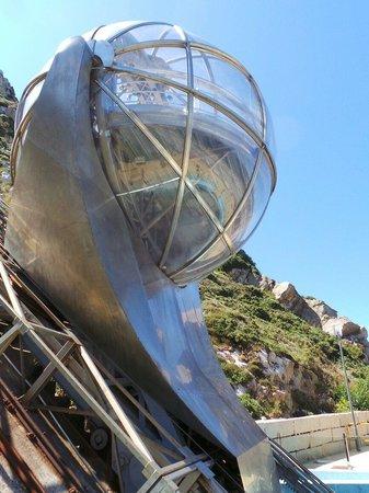 Monte de San Pedro: Le funiculaire qu' on croirait sorti d' un film de Science Fiction. ..