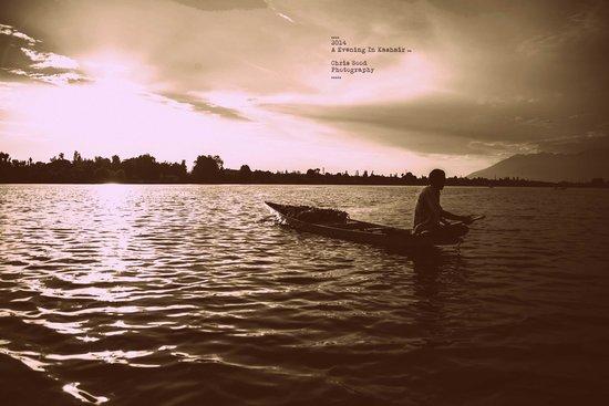 WelcomHeritage Gurkha Houseboats: Sunset