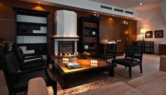 Ararat Park Hyatt Moscow : Bibliotheque Fireplace