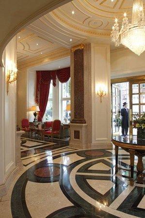 The Bentley London: Lobby