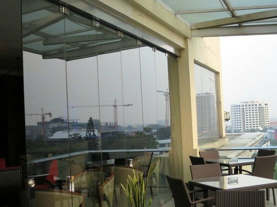 The Luxton Bandung: Skybar.
