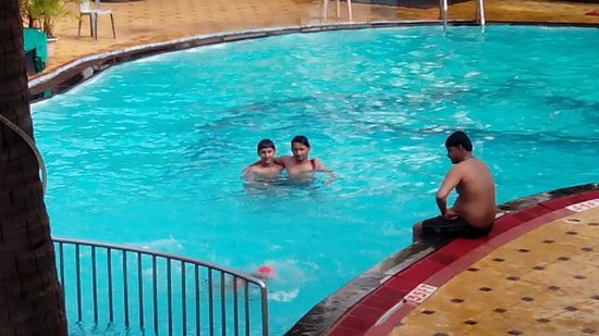 Alor Grande Holiday Resort: Nice pool