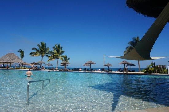 Wyndham Resort Denarau Island: Pool Complex