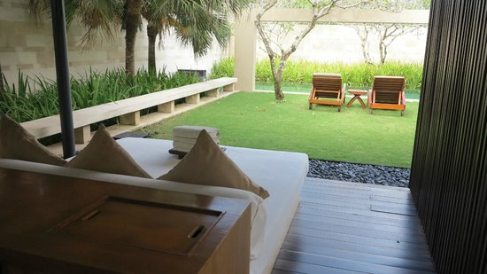 The Bale: day bed garden and private pool