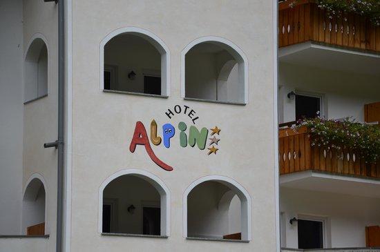 Hotel Alpin: Particolare della facciata