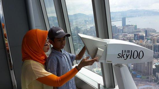 Sky100 Hong Kong Observation Deck: Teropong