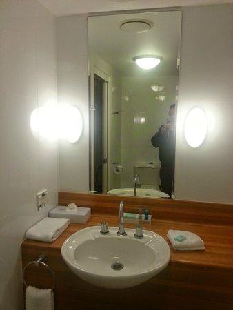 Novotel Twin Waters Resort : Bathroom